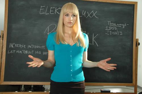 REVIEW: Elektra Luxx
