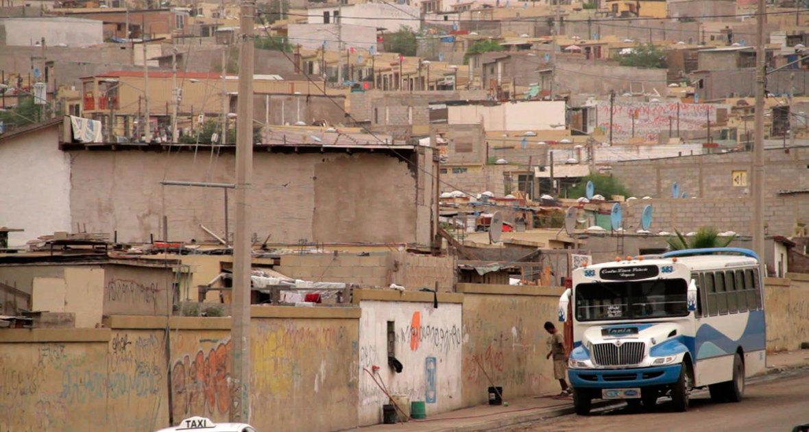 EL HOGAR AL REVÉS / UPSIDE DOWN HOME