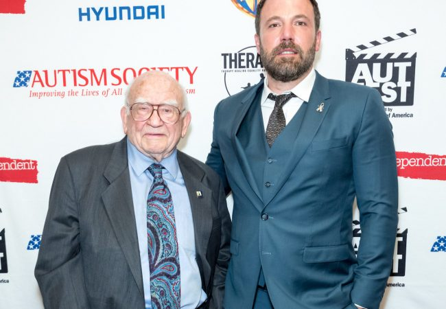 Ed Asner and AutFest honoree Ben Affleck (PRNewsfoto/The Autism Society)