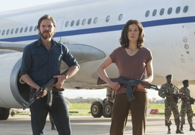 VIDEO: Watch Daniel Brühl and Rosamund Pike in Brand New Clip from 7 DAYS IN ENTEBBE