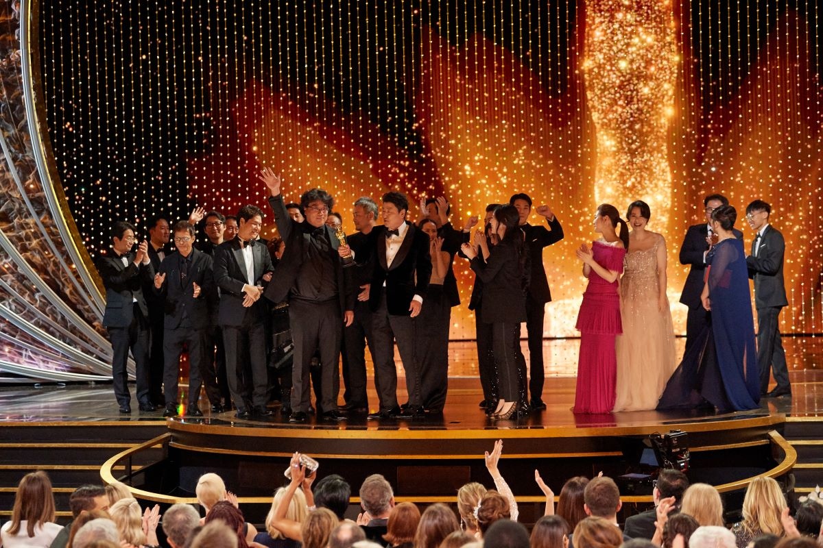 """The cast and crew of """"Parasite"""" accept the Oscar® for Best Picture during the live ABC Telecast of The 92nd Oscars® at the Dolby® Theatre in Hollywood, CA on Sunday, February 9, 2020.   Blaine Ohigashi / ©A.M.P.A.S."""