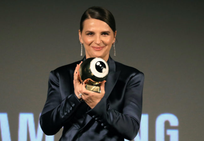 "ZURICH, SWITZERLAND - SEPTEMBER 30: Juliette Binoche poses with her ZFF Golden Icon Award ahead of the ""La Bonne Epouse"" premiere during the 16th Zurich Film Festival at Kino Corso on September 30, 2020 in Zurich, Switzerland. (Photo by Andreas Rentz/Getty Images for ZFF)"