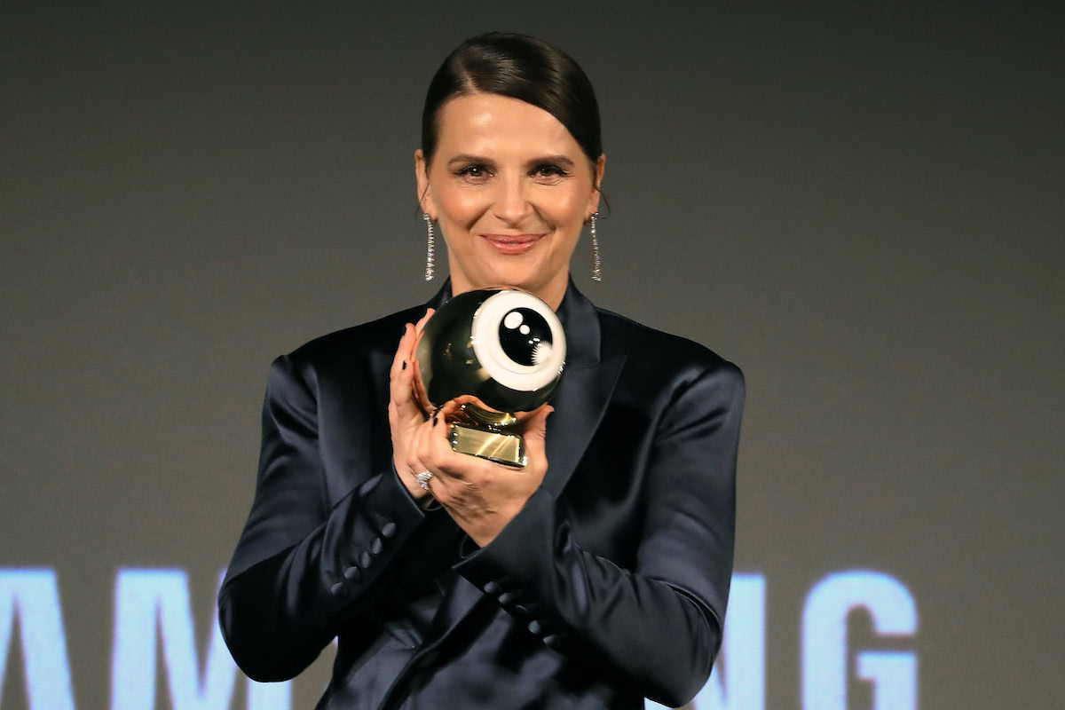 "Juliette Binoche poses with her ZFF Golden Icon Award ahead of the ""La Bonne Epouse"" premiere during the 16th Zurich Film Festival"
