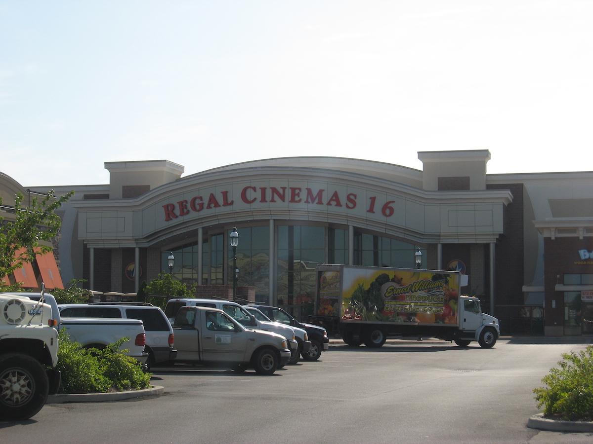 Regal Cinemas at Indian Lake Village (Hendersonville, USA)