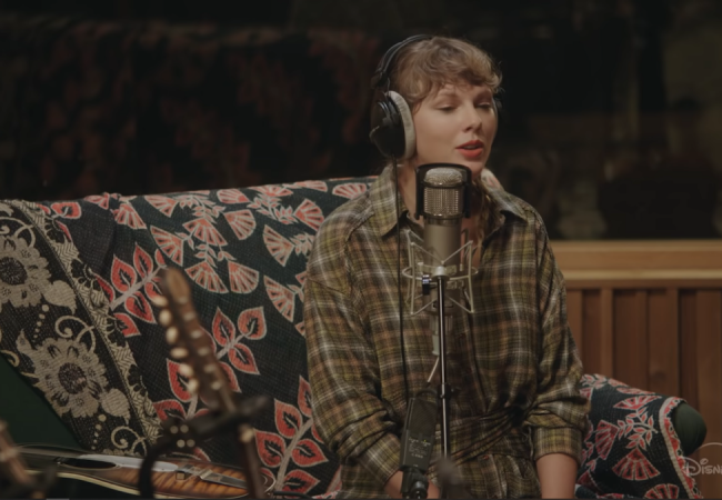 """Taylor Swift's """"folklore: the long pond studio"""""""