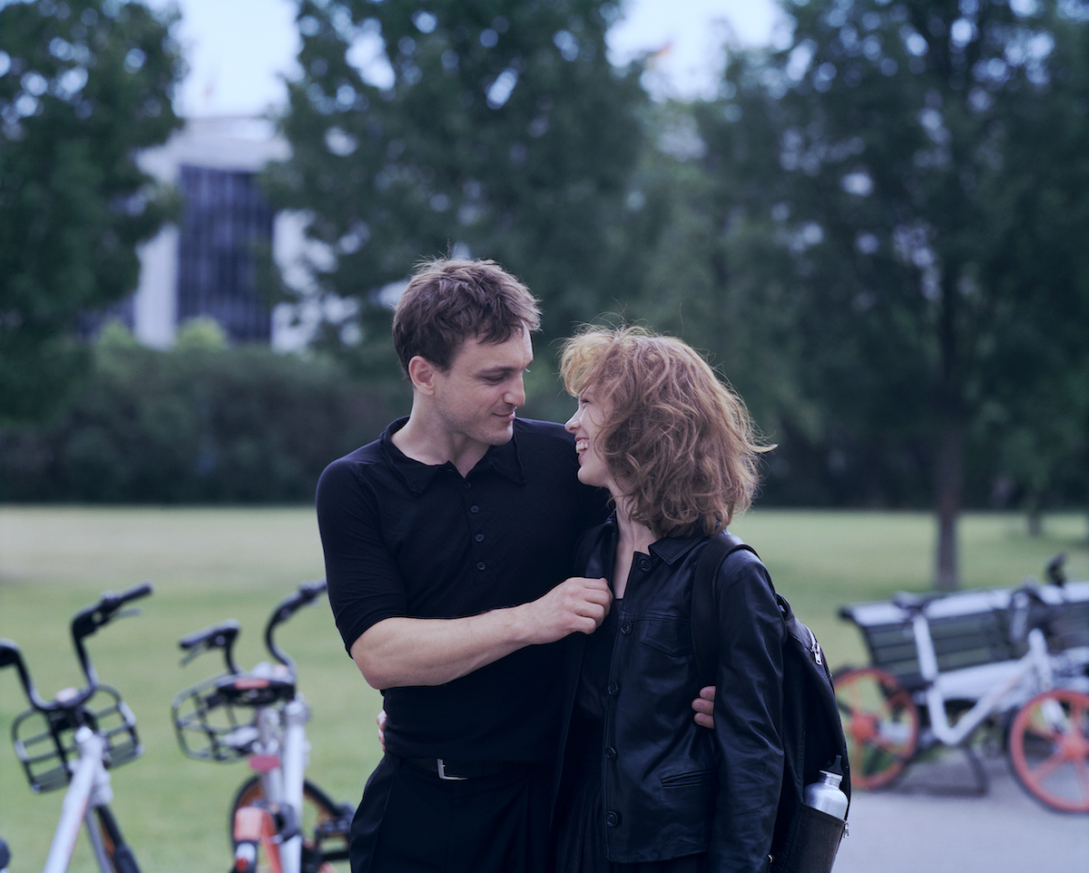 """Franz Rogowski as """"Christoph"""" and Paula Beer as """"Undine"""" in Christian Petzold's UNDINE."""