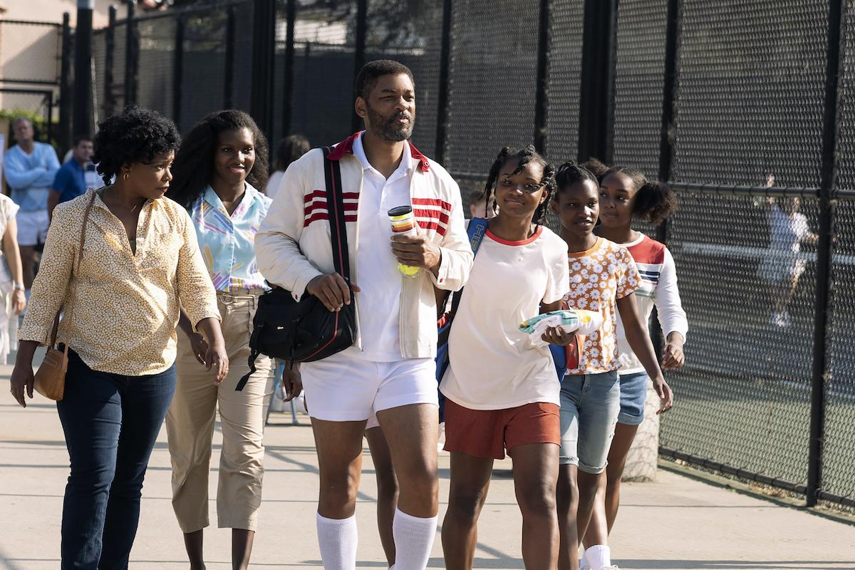 "AUNJANUE ELLIS as Oracene ""Brandy"" Williams, MIKAYLA BARTHOLOMEW as Tunde Price, WILL SMITH as Richard Williams, SANIYYA SIDNEY as Venus Williams, DEMI SINGLETON as Serena Williams and DANIELE LAWSON as Isha Price in Warner Bros. Pictures' inspiring drama KING RICHARD"